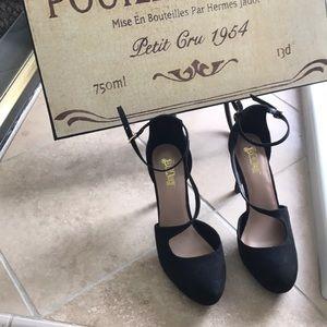 "Woman's Black 4"" Heels like New"